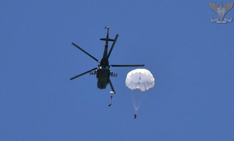 Резервисты ДШВ выполнили прыжки с парашютом