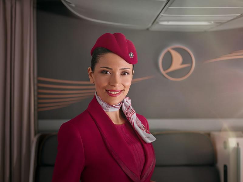 Авиакомпания Turkish Airlines начала использовать новую униформу бортпроводников на своих рейсах