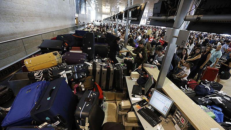 Авиапассажиры улетали из Израиля без багажа