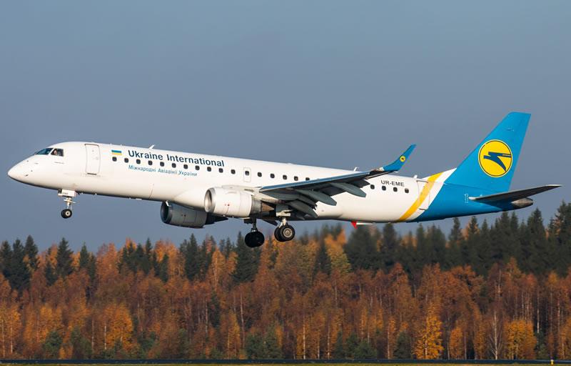 Аварийная посадка самолета МАУ в Ивано-Франковске