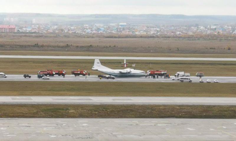 В России Ан-12 аварийно сел «на брюхо»