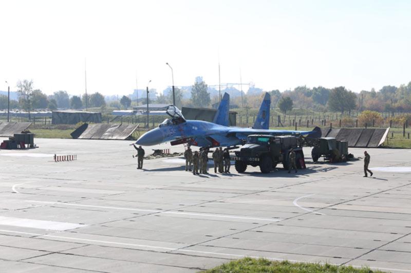 Восстановление взлетной полосы на военном аэродроме стоит более 500 млн. гривен