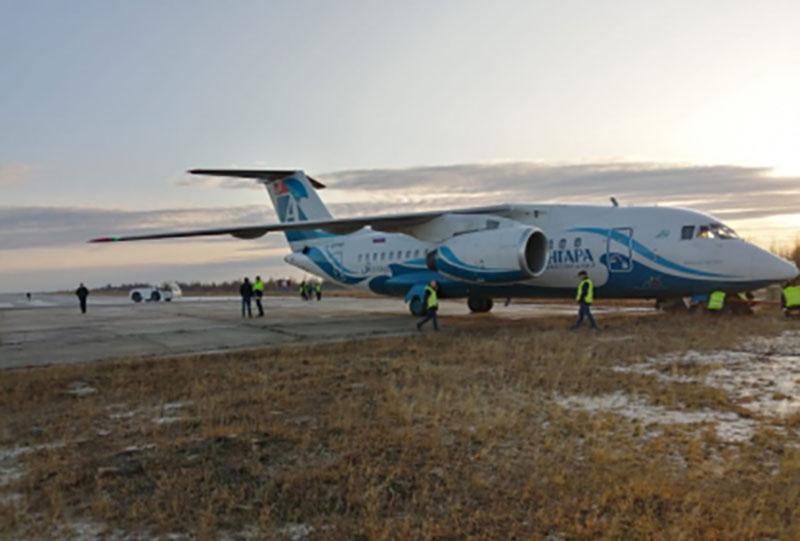 В Якутии самолет Ан-148 выкатился за пределы ВПП