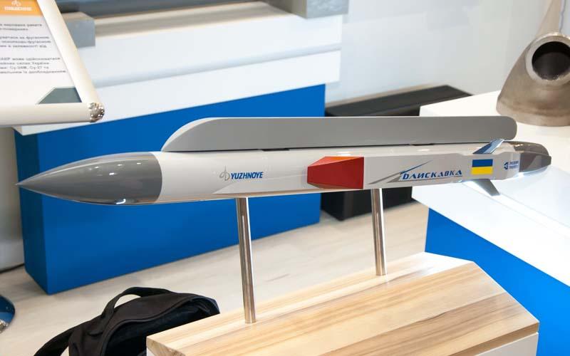 КБ «Южное» показало концепт сверхзвуковой авиационной управляемой ракеты «Блискавка»