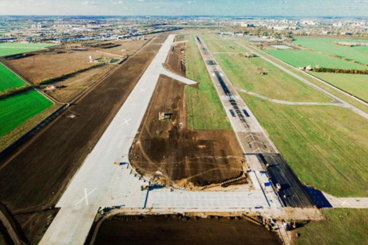 В одесском аэропорту завершается строительство рулежной дорожки