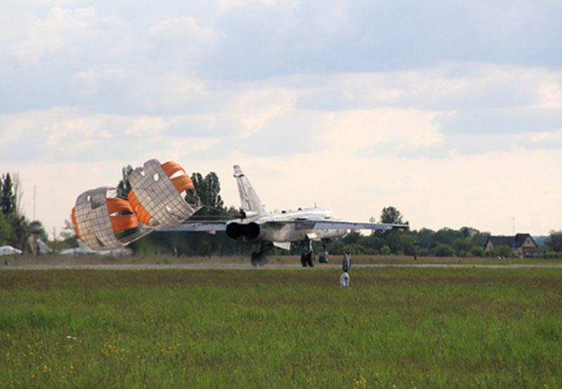 Украинца осудили в России за контрабанду авиационных парашютных систем