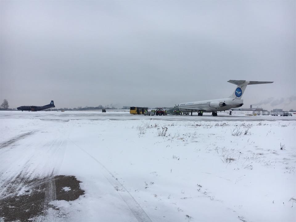 Аэропорт Черновцы в ноябре продолжил негативную динамику