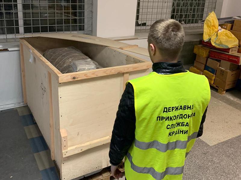 На рейсе Киев - Рига задержали необычный багаж