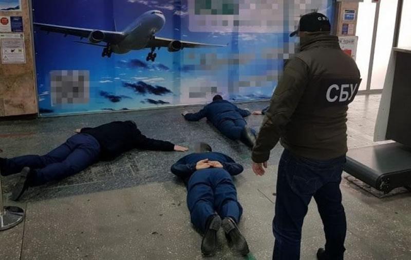 СБУ поймала таможенников в аэропорту Херсона