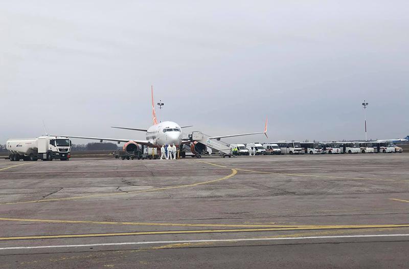 Самолет из Уханя приземлился в аэропорту Борисполь на дозаправку (обновлено)