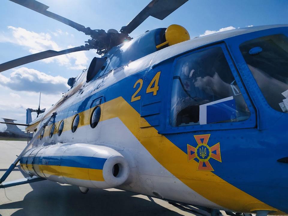 Пропавших рыбаков ищут с вертолета