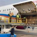 Казахский самолет привез в Украину почти 2 млн масок из Китая