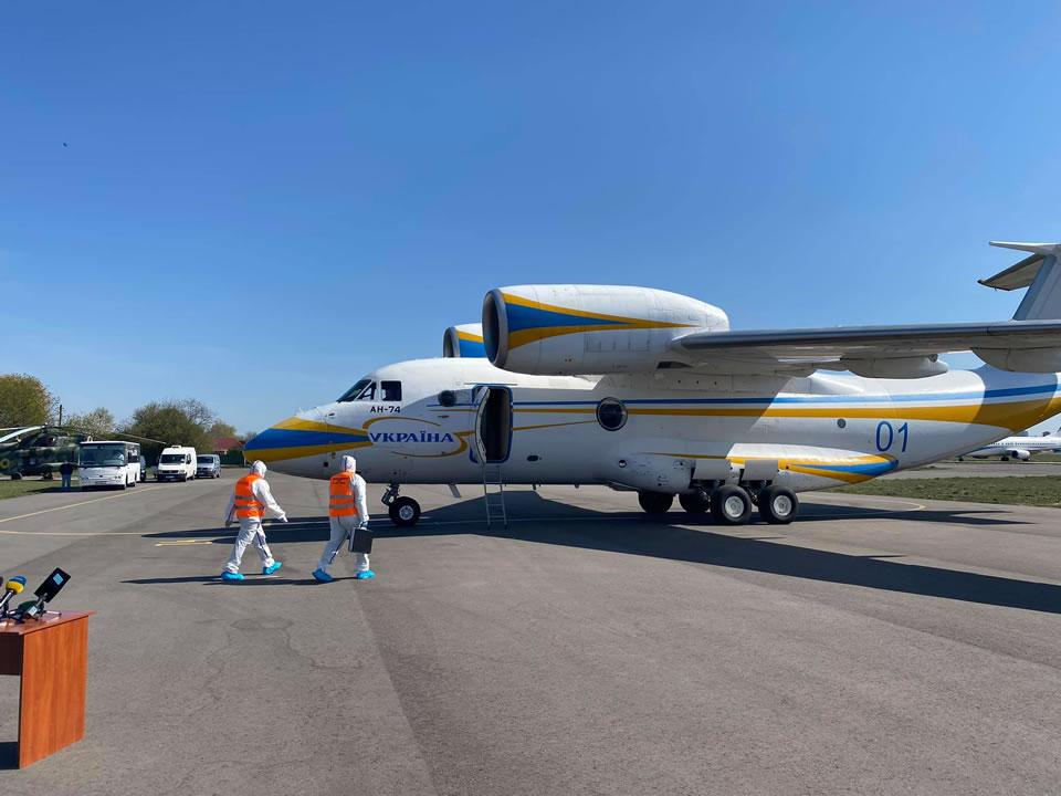 Украинские медики прилетели из Италии
