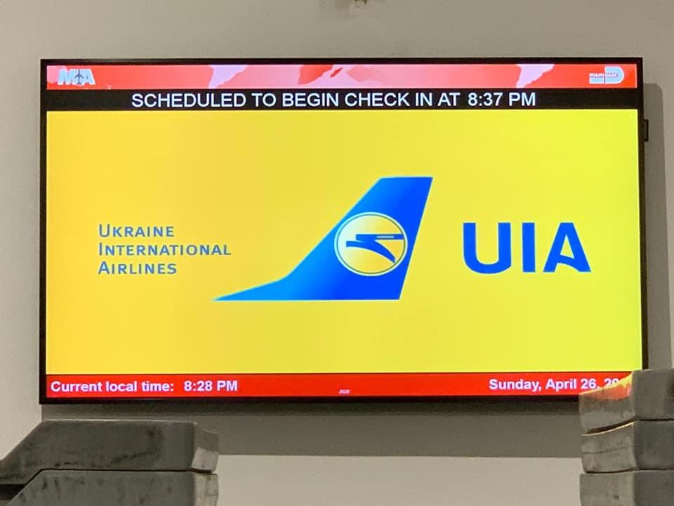 Специальный коммерческий рейс компании МАУ забрал 259 пассажиров из Майами в Киев