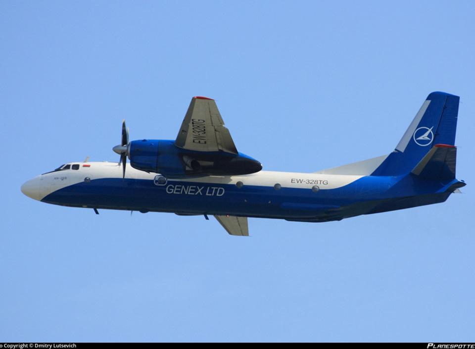 Белорусский самолет привез в Одессу дельфинов, морских львов и котиков