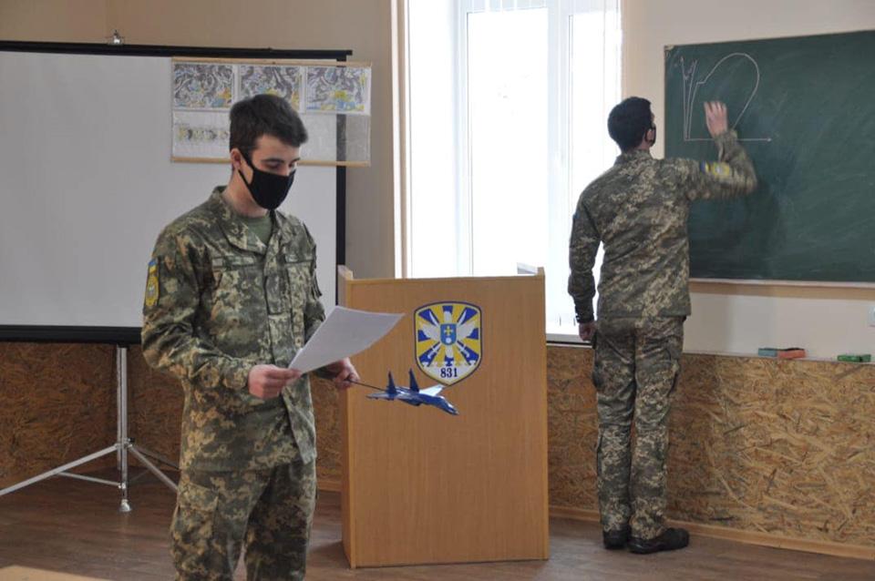 Курсанты ХНУВС сдали теорию по Су-27