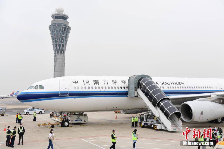 В Китае восстановили авиасообщение с Уханем
