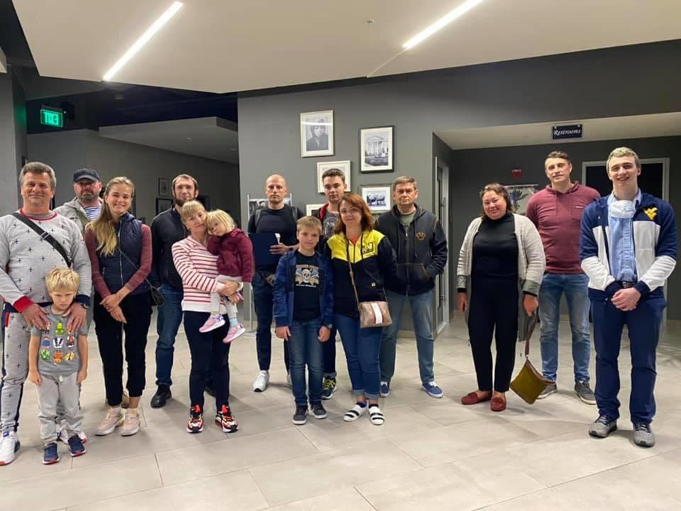 """Чартерный рейс доставил 15 украинцев из США в Киев """"по пути"""""""