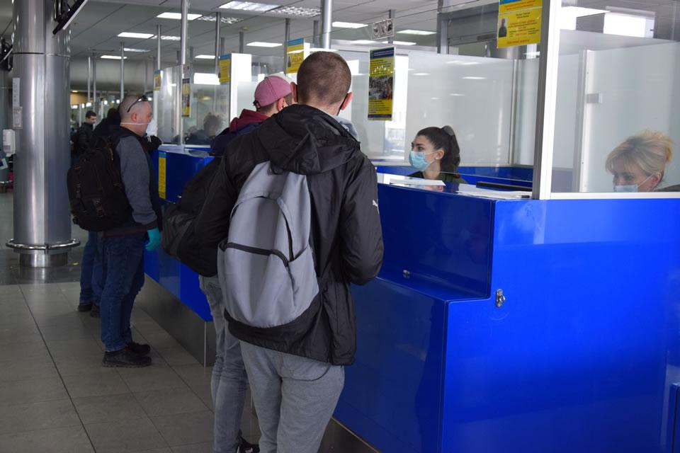 Почти 800 человек вернулись в Украину пятью эвакуационными рейсами