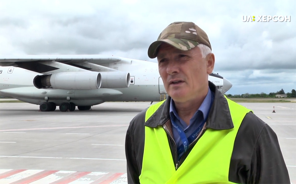 В аэропорту Херсон впервые за месяц приземлился самолет