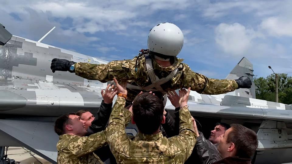Курсанты выполнили первые самостоятельные на МиГ-29 на Прикарпатье