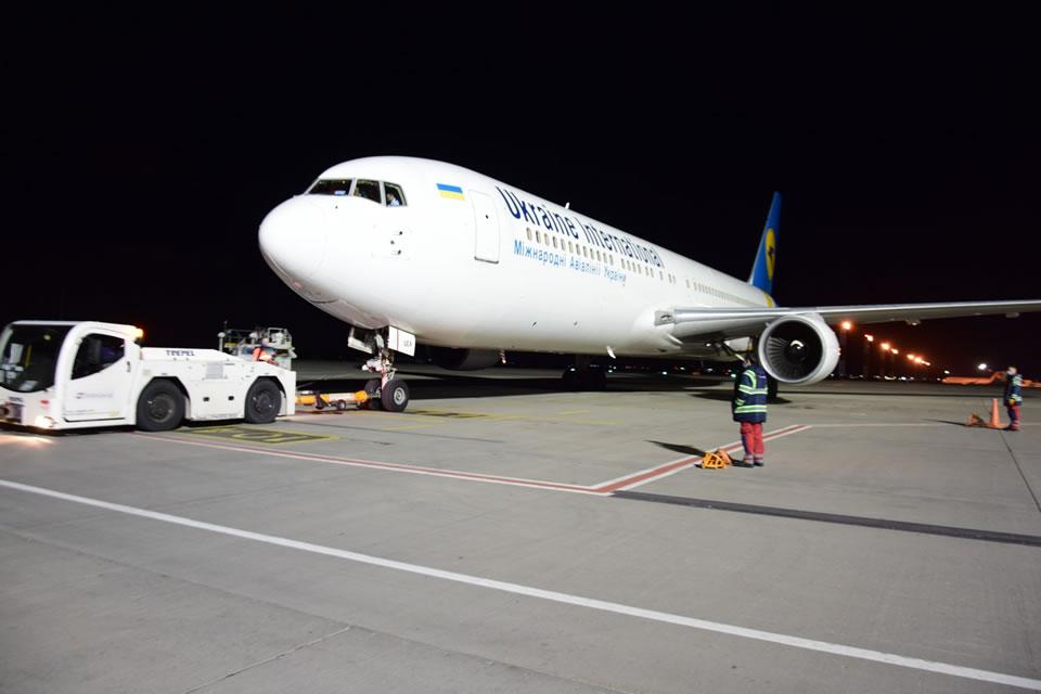 Погранслужба продолжает оформлять прибывающие из-за границы авиарейсы