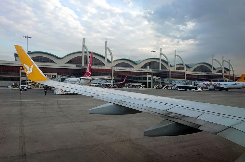 Украина и Турция начали обсуждать возобновление авиасообщения