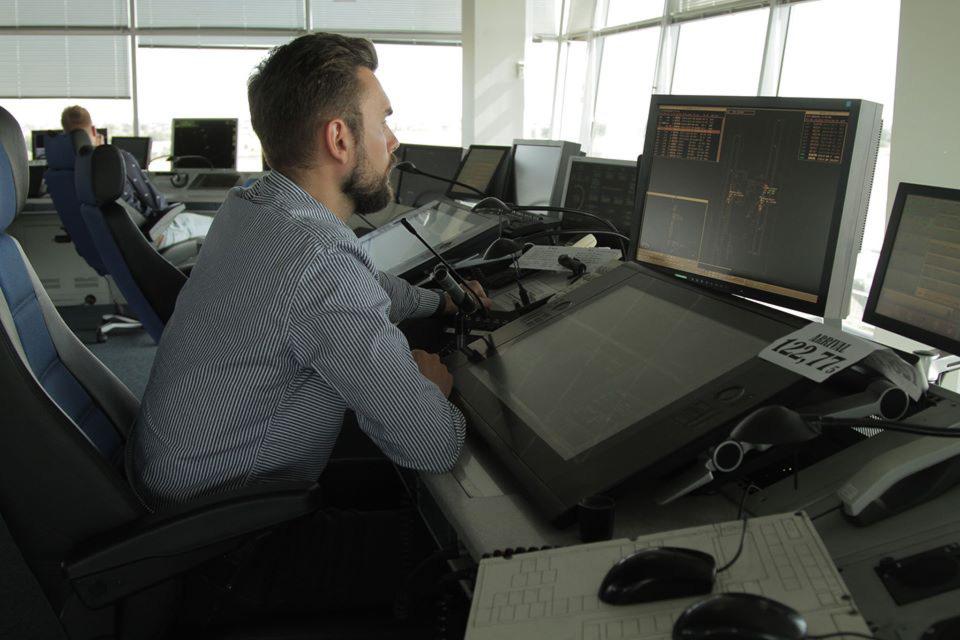 Украэрорух модернизирует инфраструктуру наземной и воздушной электросвязи