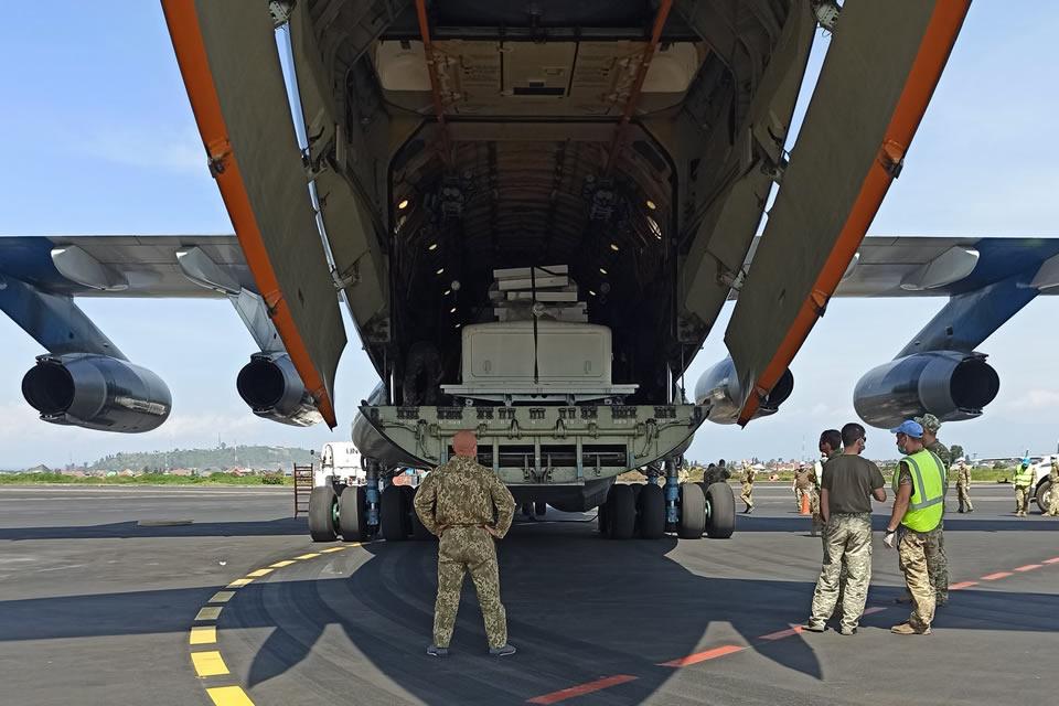 Ил-76 доставил автотехнику и авиационное имущество для украинских миротворцев в Конго
