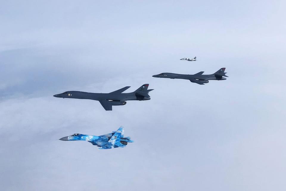 B-1B, которых прикрывали МиГ-29 и Су-27 ВС, тренировались уничтожать корабли РФ