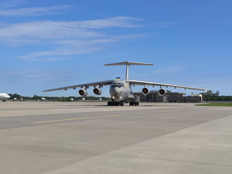 Ил-76 Воздушных Сил прибыл из Китая