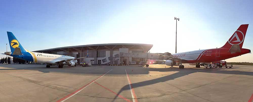 Аэропорт Харьков: первые рейсы отправят с задержкой и без провожающих