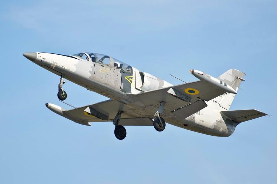 В ХНУВС провели показательную летную смену на Л-39
