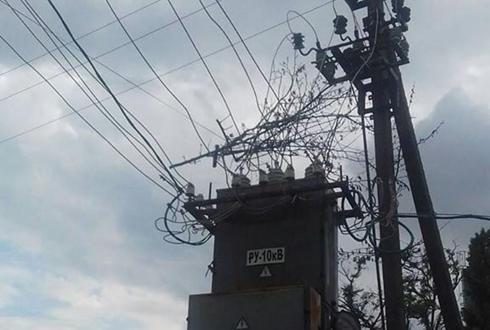 На Николаевщине низколетящий самолет оборвал электропровода