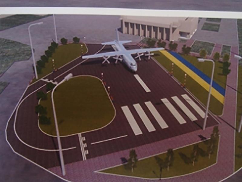 В Мелитополь привезли самолет Ан-26Ш для установки в сквере