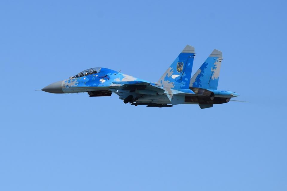 Молодые пилоты готовятся к ведению воздушных боев