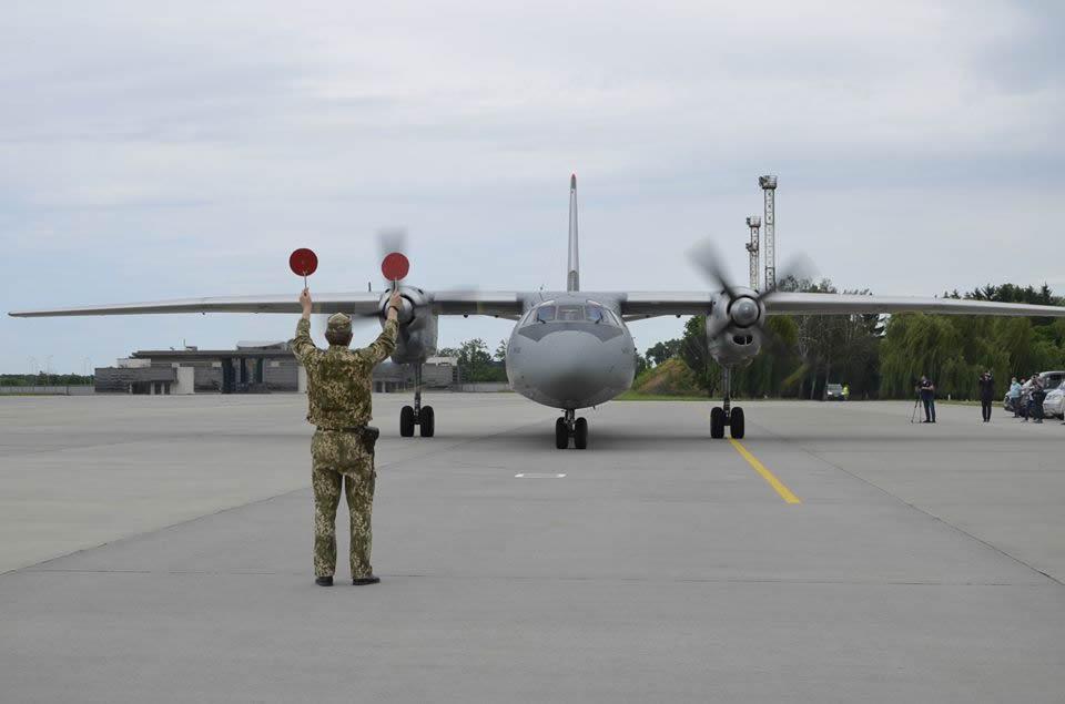 Военно-транспортный самолет Ан-24 Воздушных Сил доставил на родину моряков из ливийской тюрьмы