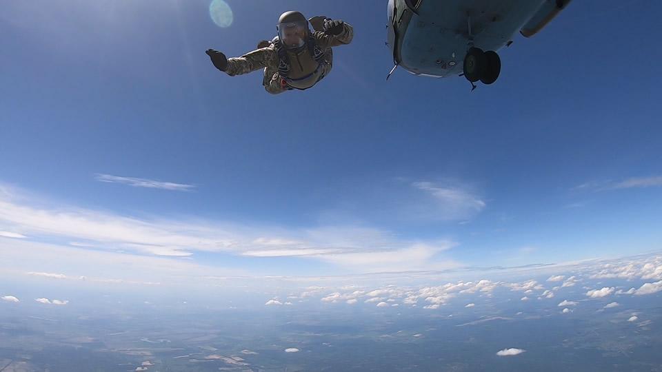 Десантники осваивают американские парашютные системы