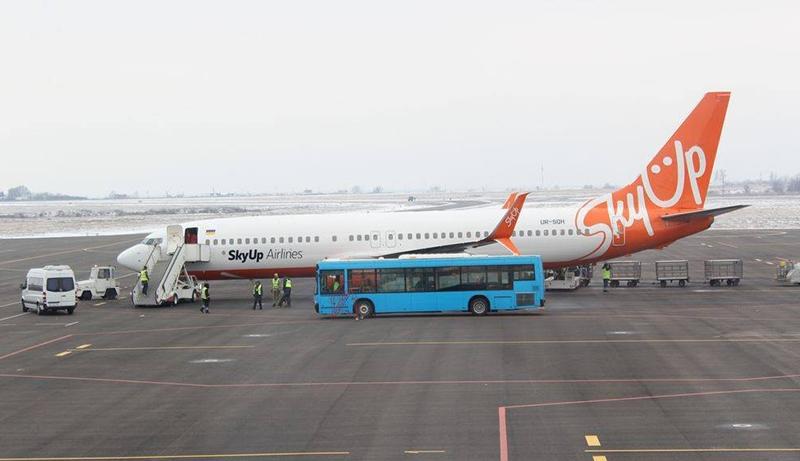 За 5 месяцев число коммерческих рейсов украинских авиакомпаний уменьшилось вполовину