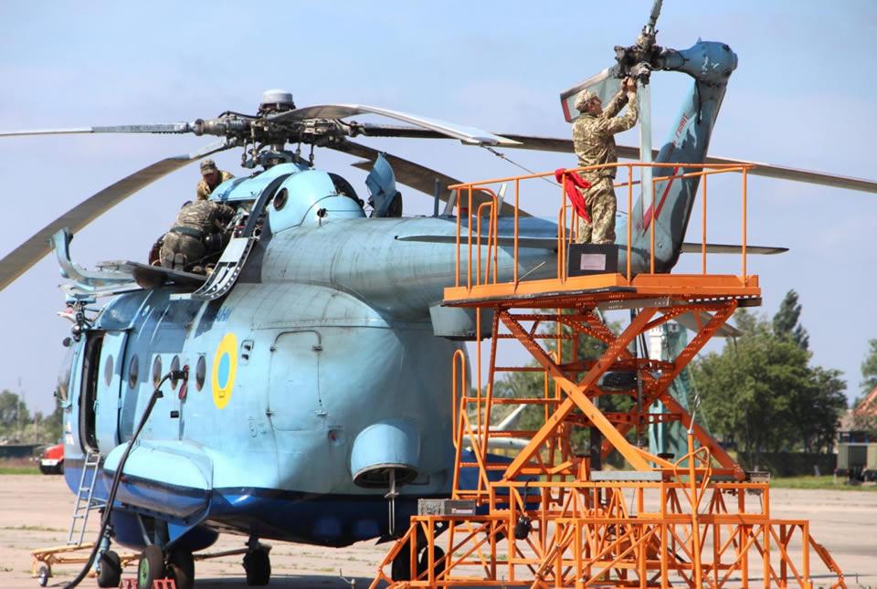 Вертолетчики ВМС учились работать с неподготовленных площадок