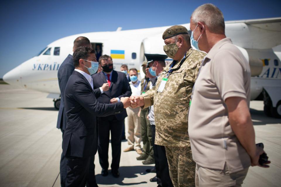 Зеленский пообещал приоритетную реконструкцию аэропорта Херсон