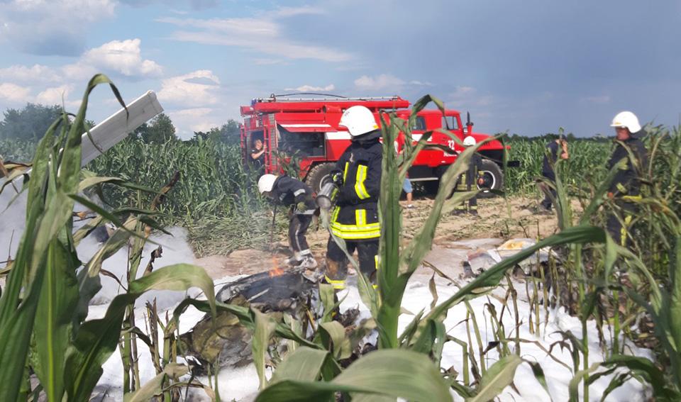 В Киевской области упал и загорелся легкомоторный самолет
