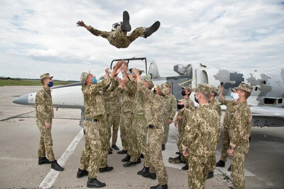 Третьекурсники ХНУВС выполнили свои первые полеты на Л-39