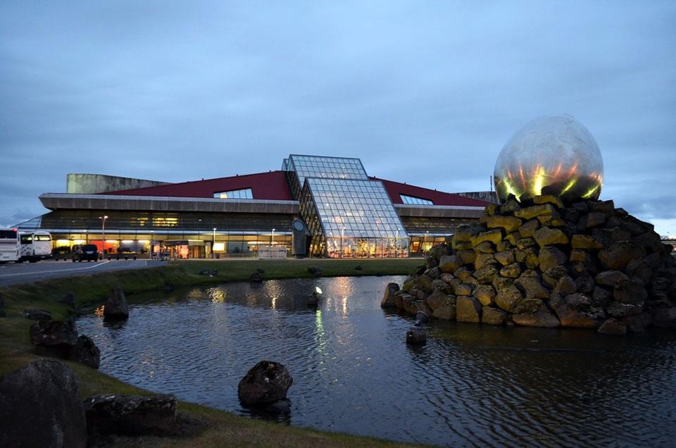 МАУ разрешили летать в Исландию