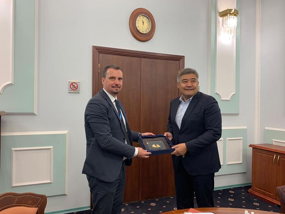 Укроборонпром обговорил авиастроение с Казахстаном