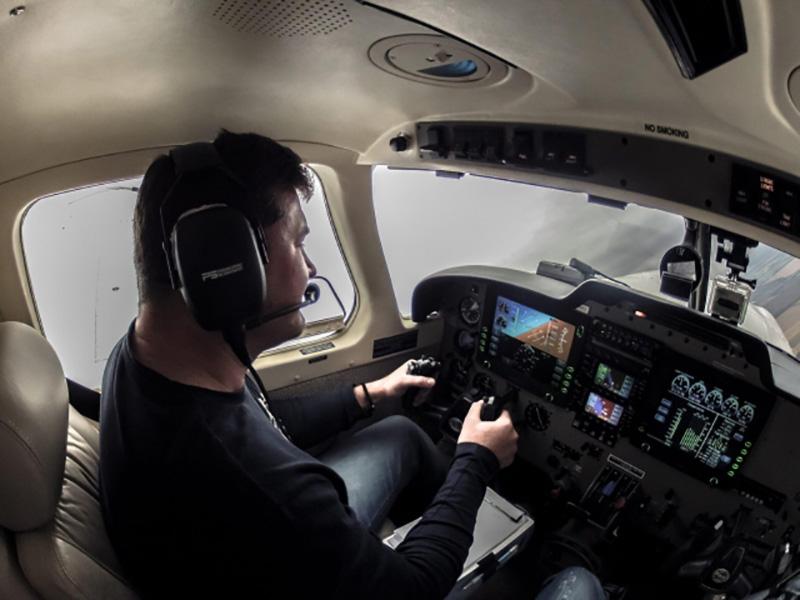 Быть ли малой авиации? Мечты богатых украинцев заканчиваются на Land Rover