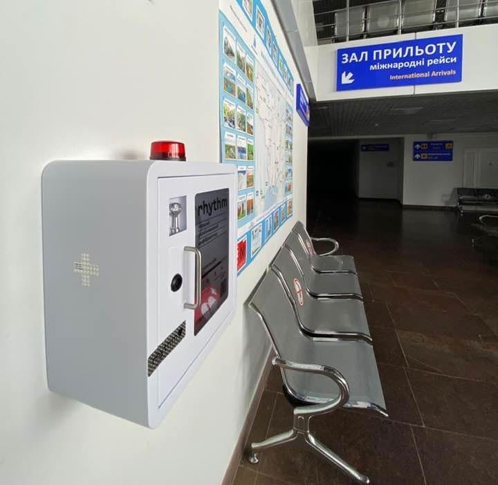 В аэропорту Николаев установили автоматические дефибрилляторы