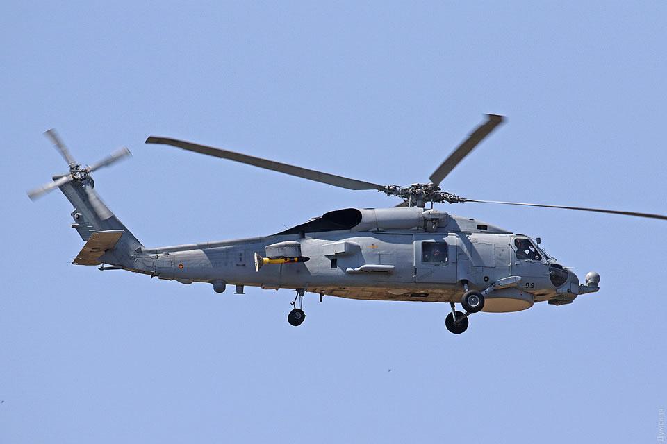 Испанские вертолетчики доставили в Одессу пострадавшего моряка