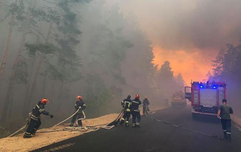 8 вертолетов задействованы в ликвидации пожара на Луганщине