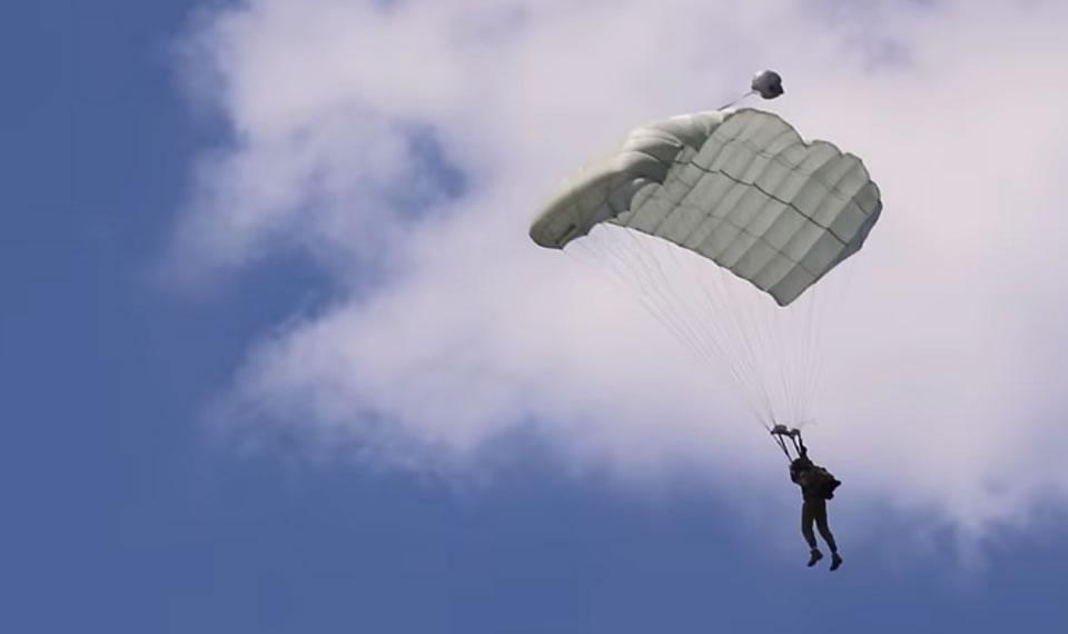 Спецназовцы отработали спасение катапультировавшегося летчика